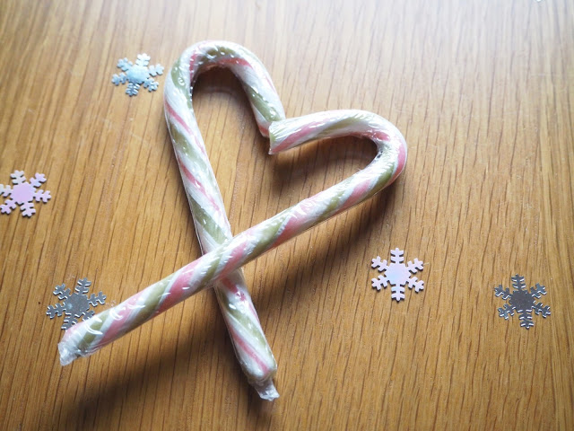 Christmas Crafts; Candy Cane Hearts