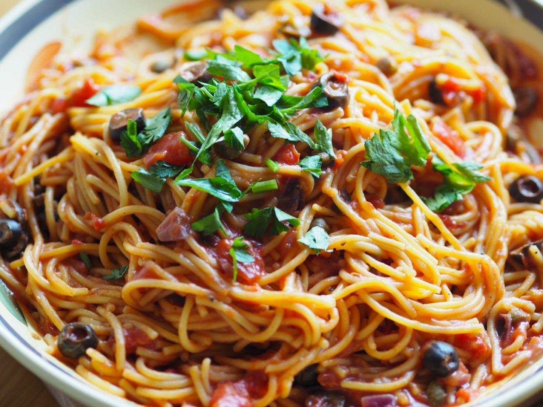 Vegetarian Spaghetti Puttanesca syn free & gluten free