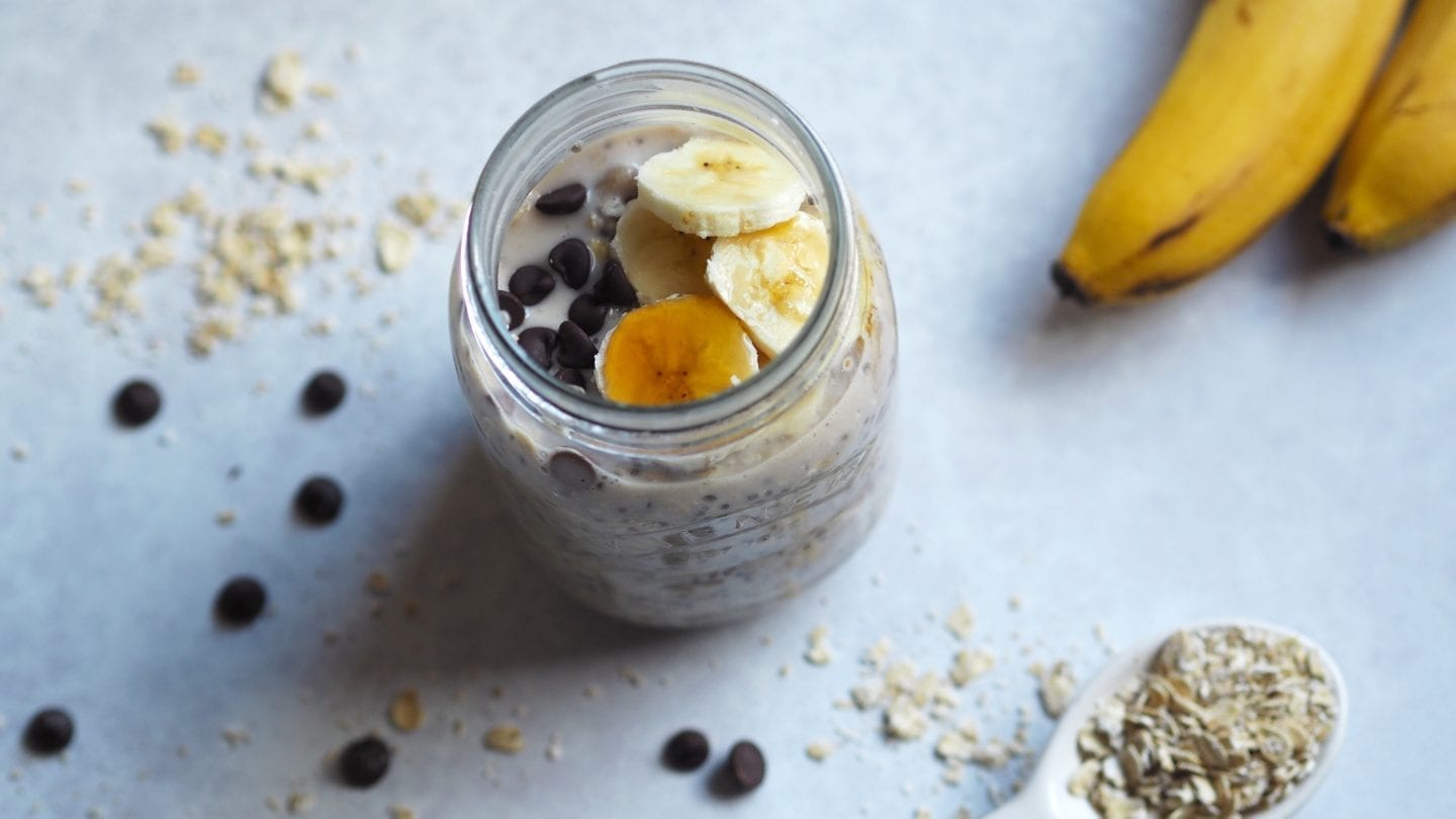 Banana & Chocolate Chip Overnight Oats - This #banana & #chocolate #chip #overnight #oats #recipe is the perfect grab and go #breakfast. Plus it is #gluten & #dairy #free. #vegan too