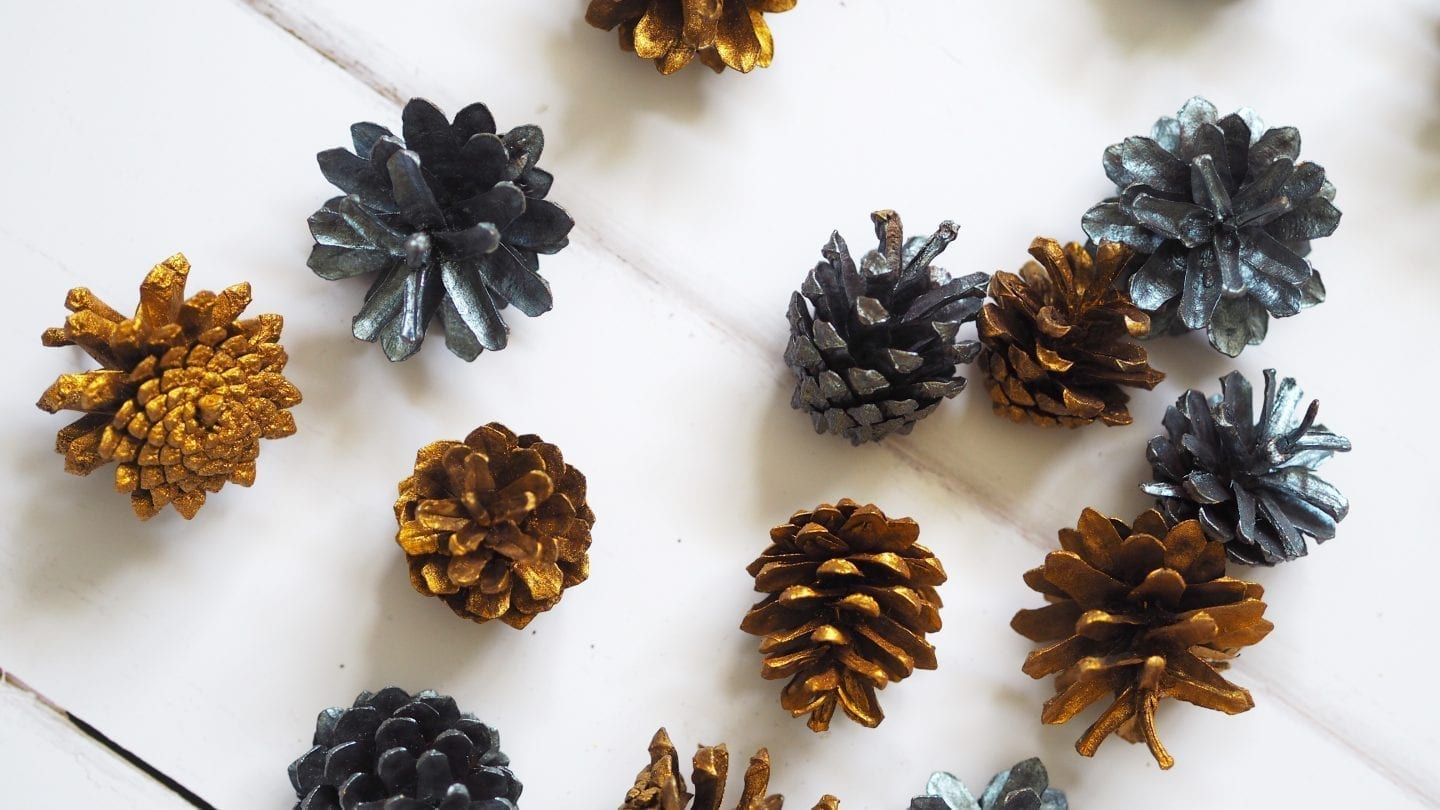 Spray Painted Pine Cones | Looking for a cheap but effective Christmas centrepiece? How about these Spray Painted Pine Cones? Easy to make too #christmas #diy #spray #painted #pine #cones #centrepiece #centerpiece #tablescapes