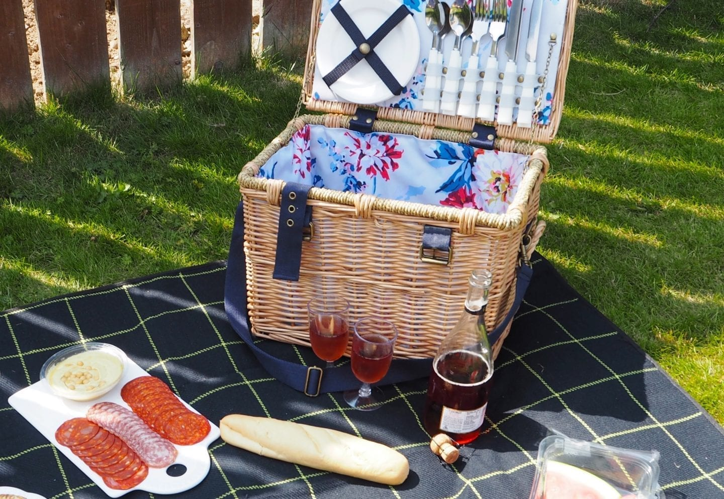 10 Summer Picnic Essentials What must haves you need to bring with you on picnics this summer