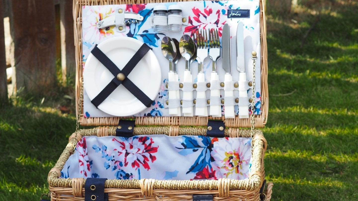 10 Summer Picnic Essentials | Not sure what to take for your #summer #picnic?  Here are 10 of my #picnic #essentials