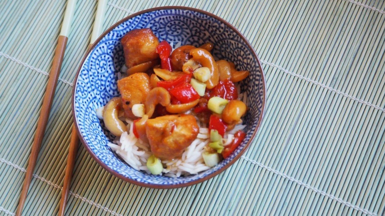 Slow Cooker Cashew Chicken   A gluten free Chinese dish #slowcooker #chinese #food #glutenfree #gfree #dinner #recipes