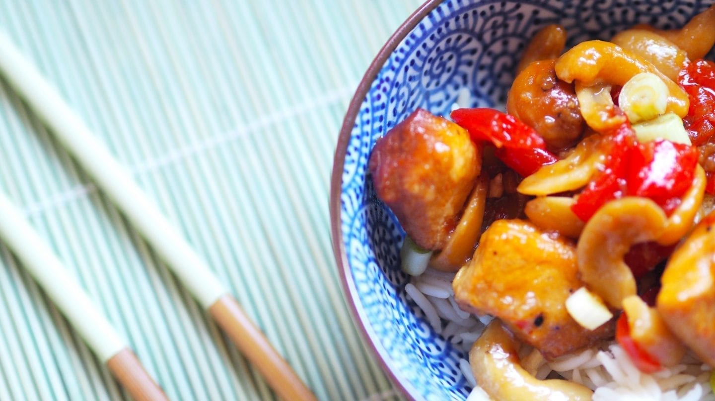 Slow Cooker Cashew Chicken | A gluten free Chinese dish #slowcooker #chinese #food #glutenfree #gfree #dinner #recipes