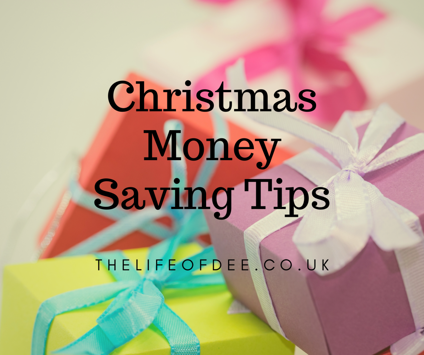 Christmas Money Saving Tips | Looking to have Christmas on a budget this year? Here are nine Christmas money saving tips to celebrate Christmas more cheaply.