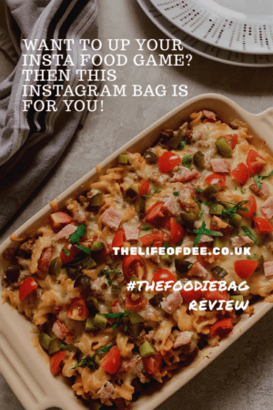 #thefoodiebag Review | if you are looking to improve your insta food pics then this bag is what you need! This fab bag contains 4 gorgeous backgrounds, 8 postcards with fantastic food photography hints and tips plus a reflector too.