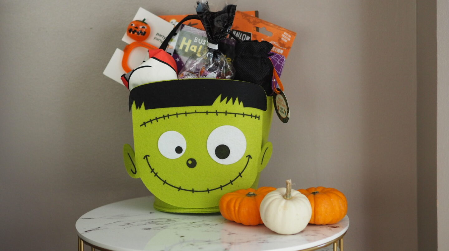 Toddler's Halloween Basket 2020 | Looking for a fun way to give your toddler some Halloween treats? Then why not give them a Halloween Basket?